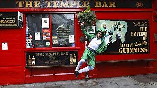 St. Patrick's Day in Irland - vor geschlossenen Pubs wegen der Corona-Pandemie 2020