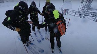 Les pisteurs de Courchevel testant leur DVA (Détecteur de Victimes d'Avalanche)