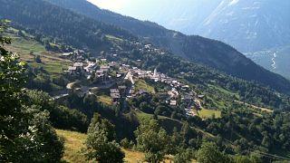 İsviçre'de nüfusu azalan bu köye yerleşene 70 bin dolar veriliyor
