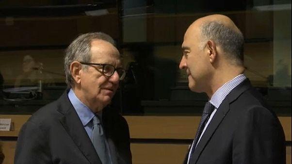 Il ministro italiano Pier Carlo Padoan e il Commissario Ue Pierre Moscovici
