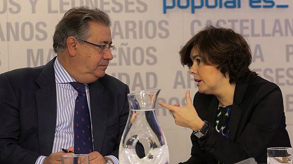 Soraya Saenz de Santamaria talks to Interior Minister Juan Ignacio Zoido