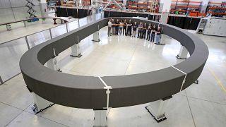 L'enorme bobina, lunga 16m, larga 9m e alta 13m dal valore di 158 milioni