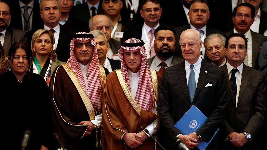 Siria, l'opposizione si presenta unita ai negoziati di Ginevra