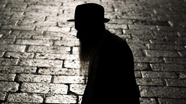 Otele 'Yahudiler Komünistler ve hırsızlar giremez' pankartı astı