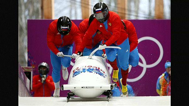 МОК лишил медалей российских спортсменов