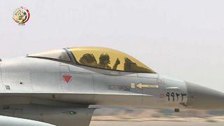"""شاهد: الجيش المصري يقصف """"بؤرا إرهابية"""" شمال سيناء"""