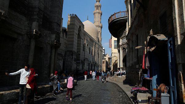 المحامي الذي دعا لاغتصاب ذوات السراويل الضيقة أمام القضاء المصري