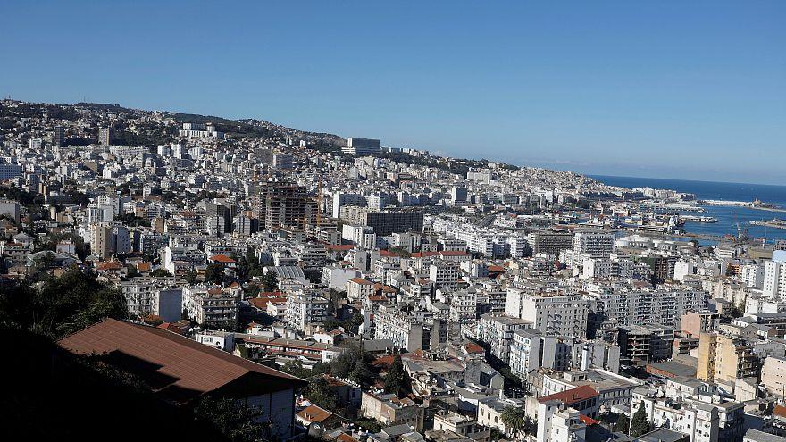 إنتهت الانتخابات فجاءت الزيادات.. البرلمان الجزائري يرفع أسعار الوقود ويفرض ضرائب جديدة
