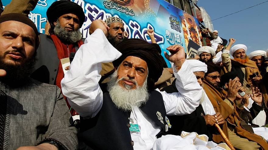حكومة باكستان ترضخ لاحتجاجات الشارع وتقبل باستقالة وزير العدل