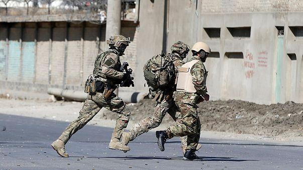 Afghanische und ausländische Soldaten in Kabul
