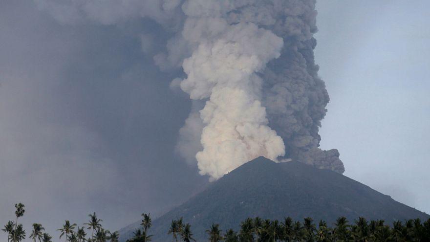 Volcan à Bali : premières coulées de lave