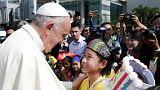 Papa Francisco chega a Myanmar