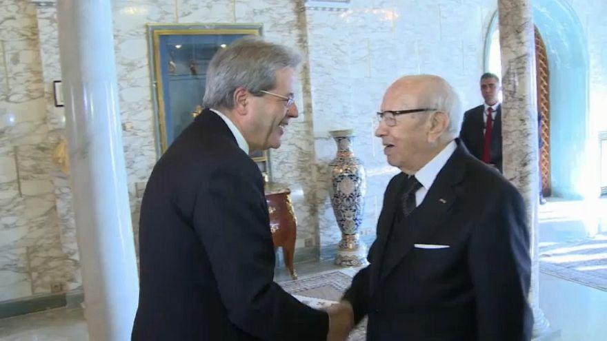Gentiloni e Macron in visita in Africa prima del summit con l'Europa