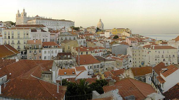 Um dos bairros lisboetas mais procurados pelos turistas é Alfama