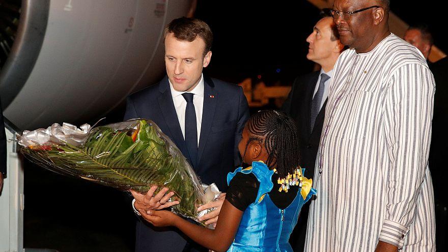 Macron au Burkina : des militaires français cible d'une attaque