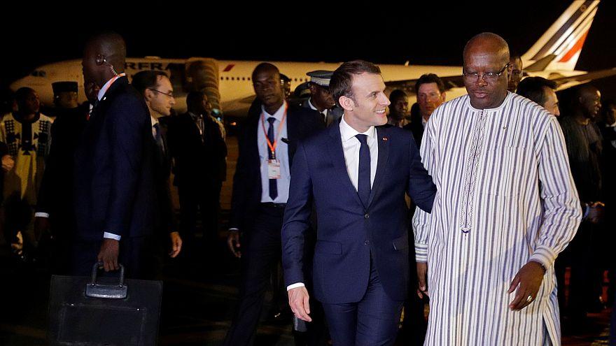 الرئيس الفرنسي ماكرون يستقبله روك مارك كريستيان كابوري رئيس بوركينا فاسو