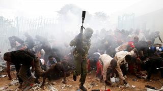 Kenya: Kenyatta giura, tensioni fuori dallo stadio