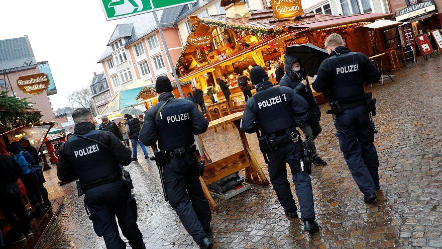طعْنُ عمدة مدينة المانية بسبب تأييده لاستقبال اللاجئين