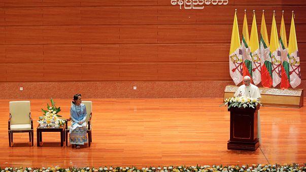 Il discorso del Pontefice davanti a Aung San Suu Kyi