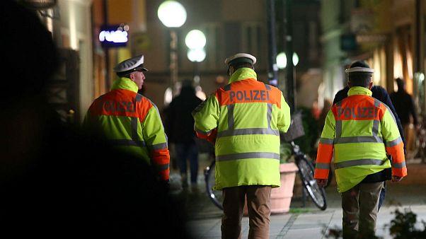 آلمان؛ حمله با چاقو به شهردار شهر حامی پناهجویان در یک کبابی