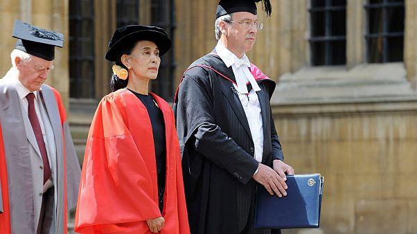 Oxford Belediyesi Myanmar lideri Suu Çii'ye verdiği nişanı geri aldı