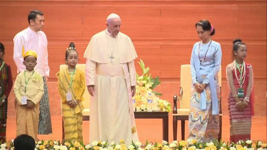Os Rohingya só nas entrelinhas do discurso do Papa no Myanmar