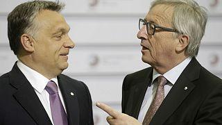Orban e Juncker insieme in una foto d'archivio