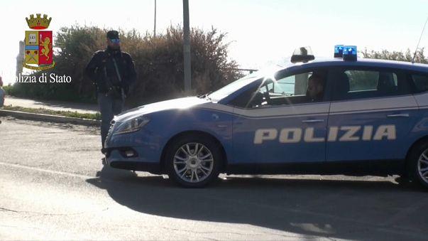Maxi blitz delle forze dell'ordine a Ostia, sequestrate armi e droga