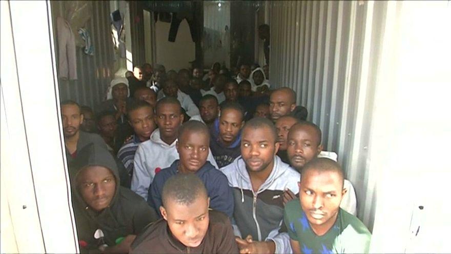 França pede sanções contra escravatura na Líbia