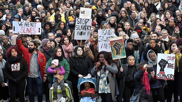 A líbiai rabszolgapiac ellen tüntetők Svédországban