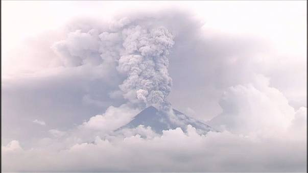 Bali: Mount Agung spuckt weiter kilometerhoch Asche