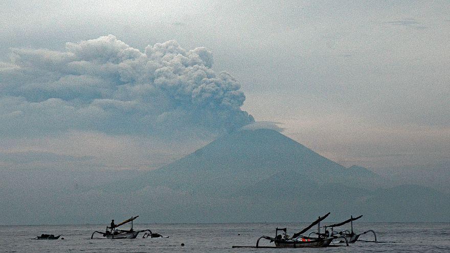 Bali'deki havalimanı yeniden uçuşlara açıldı