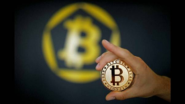 Bitcoin atinge 10 mil dólares