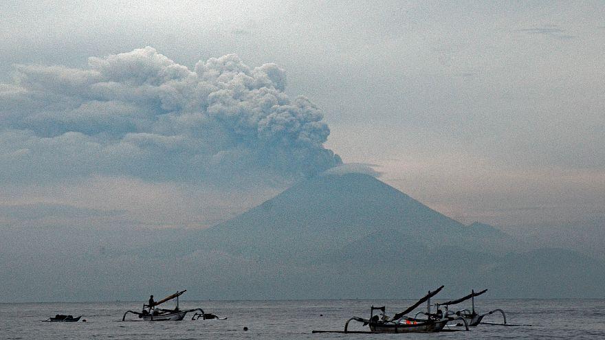 Volcan Agung : l'aéroport rouvre, malgré les inquiétudes