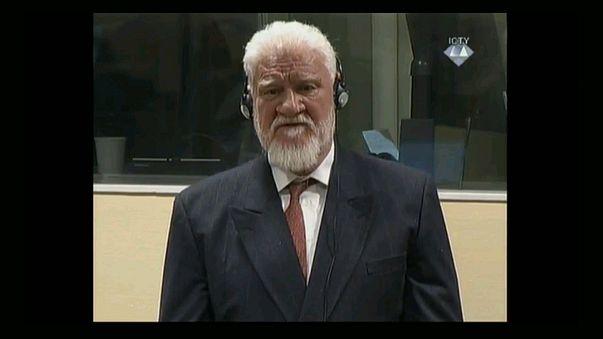 Slobodan Praljak vor dem Jugoslawien-Tribunal in Den Haag