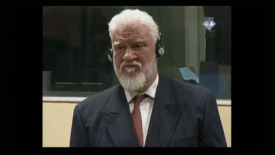 ULTIM'ORA - Suicidio in diretta al TPIJ dell'ex generale croato Praljak