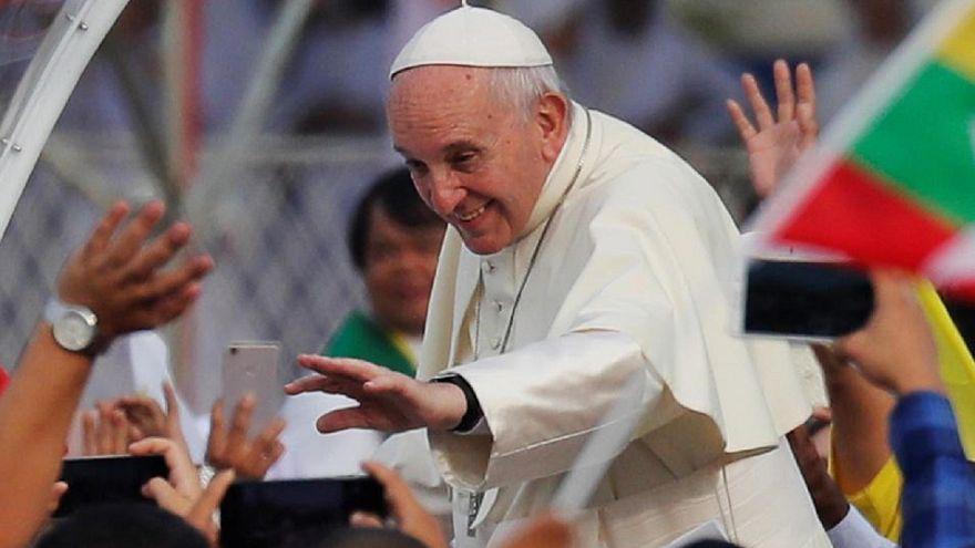 Μιανμάρ: Κοσμοσυρροή για την Θεία Λειτουργία του Πάπα