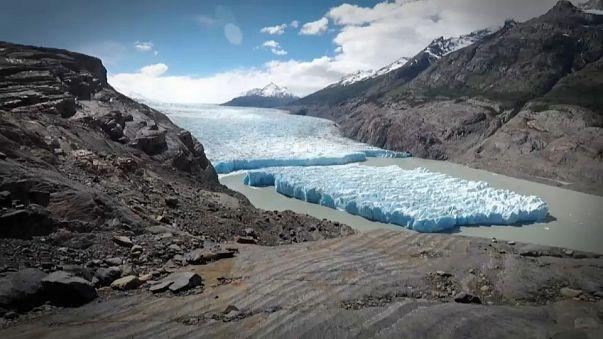 Un iceberg se détache du glacier Grey au Chili