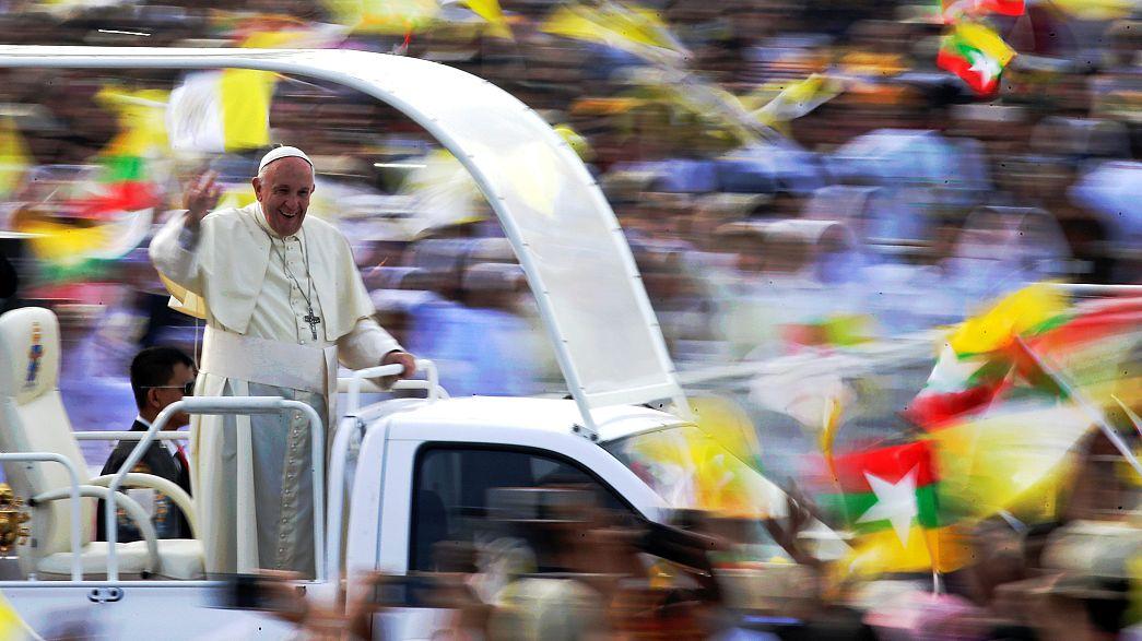 Papst hält erste öffentliche Messe in Myanmar