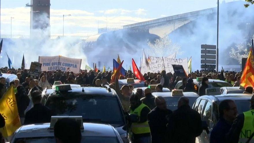 Madrid : manifestation géante des chauffeurs de taxis