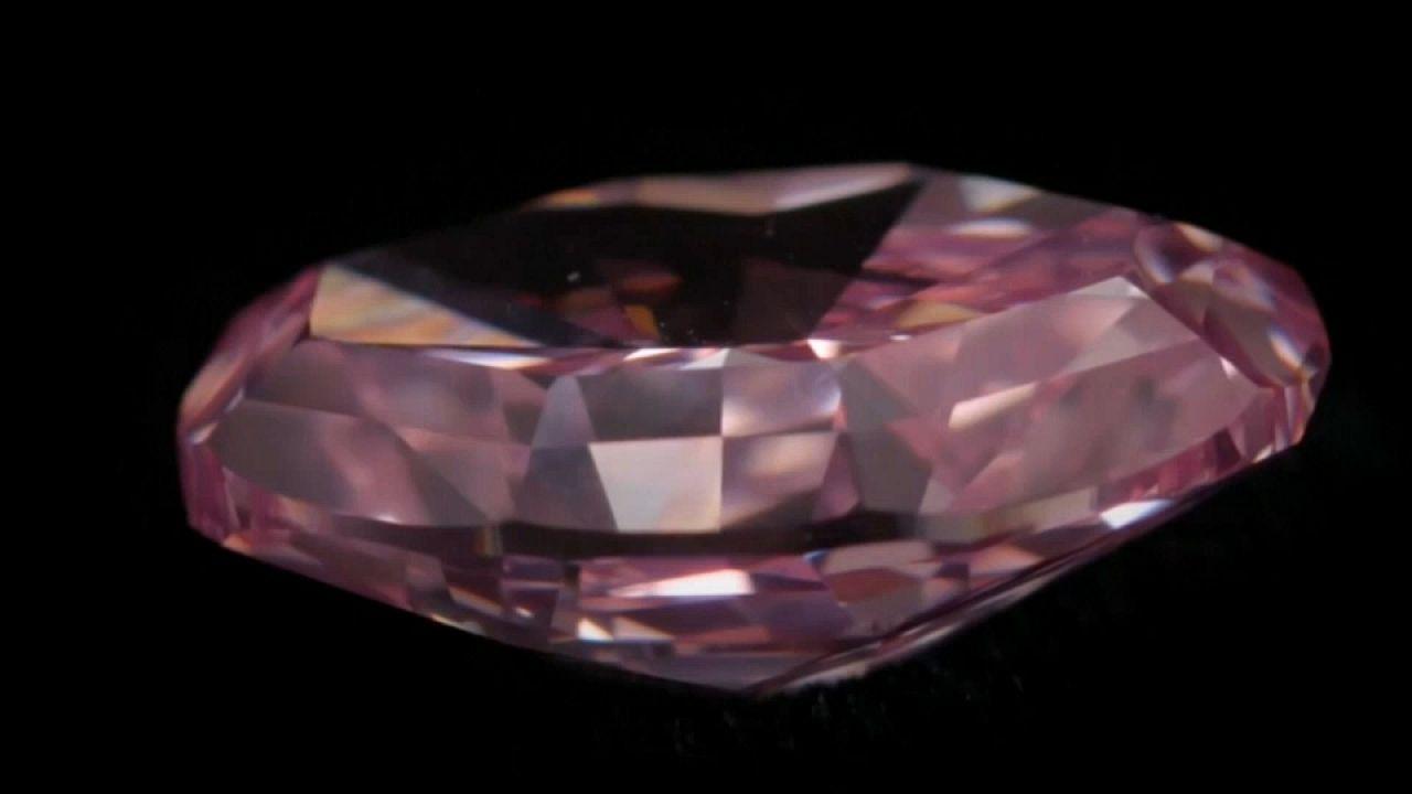 Christie's: venduto un diamante rosa per 32 milioni di dollari
