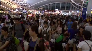 Туристы покидают Бали