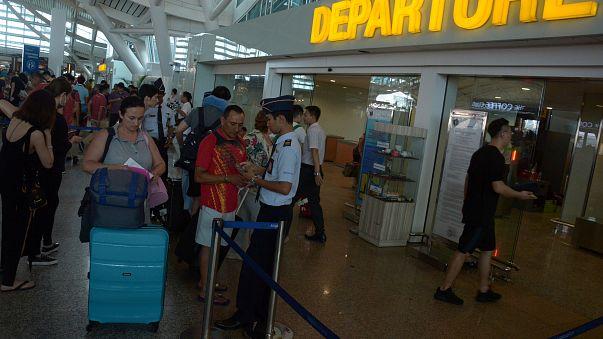Des milliers de touristes fuient Bali menacé