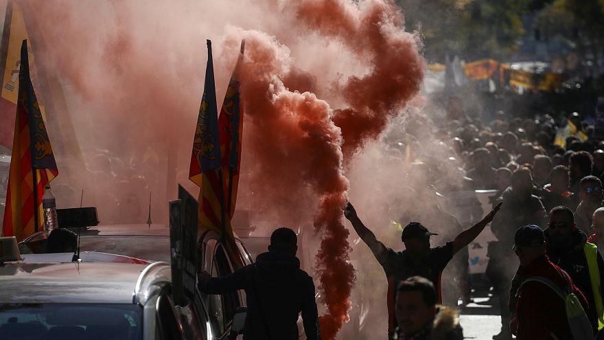 Taxistas espanhóis aderem massivamente a greve de 24 horas