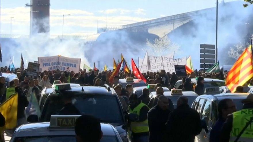 Huelga de taxistas en España contra Uber y Cabify