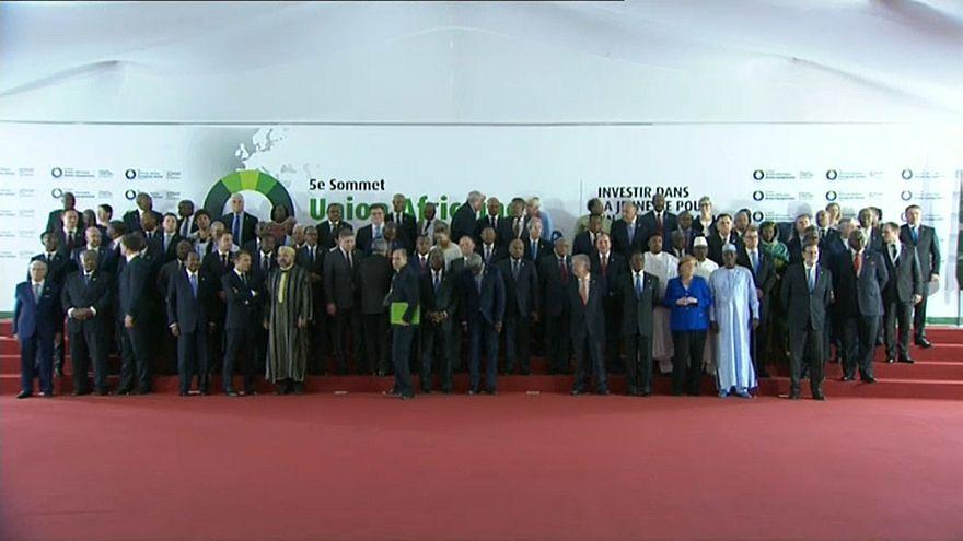 Sommet Europe-Afrique : accord pour une évacuation des migrants de Libye