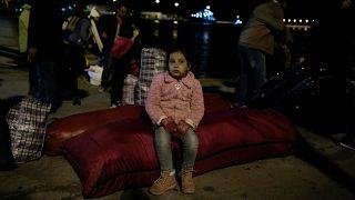 300 Flüchtlinge aus überfüllten Lagern nach Athen gebracht
