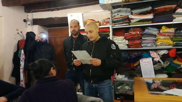 Neonazis italianos interrumpen una reunión de voluntarios que ayudan inmigrantes