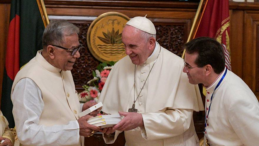 """Rohingyas : le Pape salue la """"générosité"""" du Bangladesh"""
