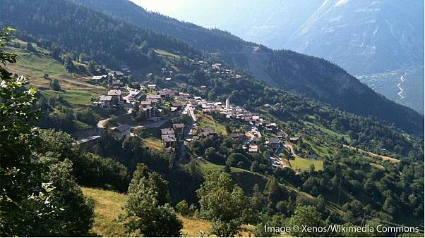 Swiss village votes in favour of paying new residents to live there